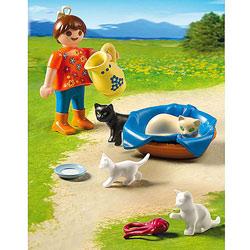 5126-Famille de chats et enfant