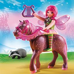 5449-Fée Surya avec cheval Rubis