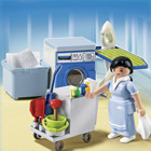 5271-Femme de service