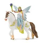 Eyela en habits de cérémonie à cheval