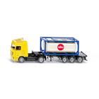 Camion avec conteneur citerne