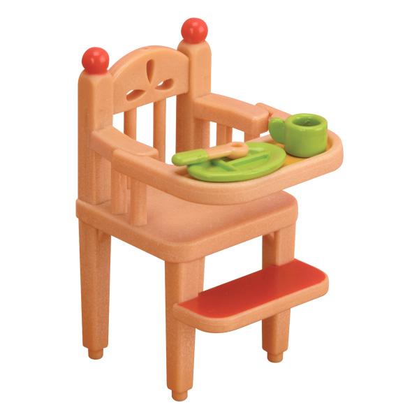 La chaise haute pour bébé, indispensable dans la cuisine Sylvanian ! Votre enfant va pouvoir donner à manger à ses bébés. Ce set permet à bébé Sylvanian de manger avec toute sa famille en étant bien installé. Inclus : 1 chaise haute avec tablette amovible