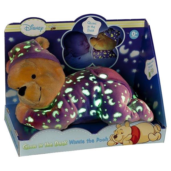 Peluche Winnie qui reconfortera bébé au moment de s´endormir. Les étoiles, lunes et nuages sur le pyjama de Winnie brillent dans le noir. Peluche de 30 cm.