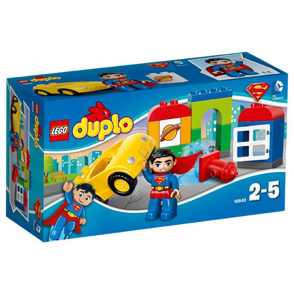 Superman intervient sur toutes les situations délicates avec Superman. Il empêche la voiture de s´écraser contre la borne à incendie puis repart travailler dans les bureaux du Daily Planet. Aux côtés de Superman les jeunes enfants adoreront créer des aven