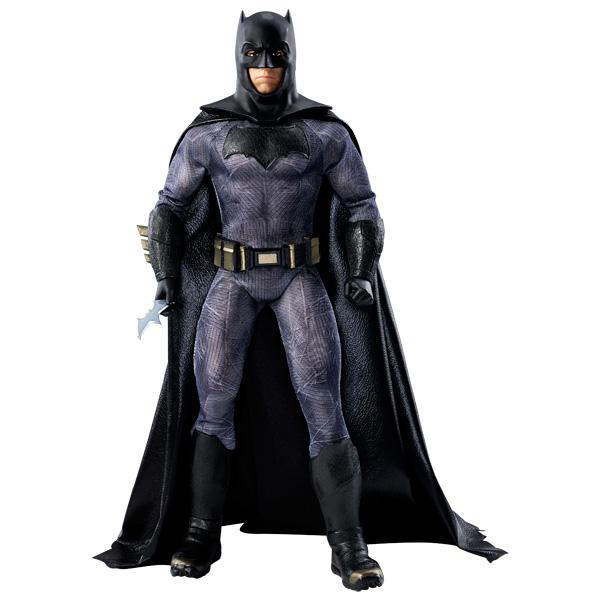 Inspirée du film à venir Batman vs Superman, cette poupée rend hommage au personnage de super-héros du film. Elle est sculptée selon les traits de Ben Affleck qui incarne le rôle de Batman dans le film Batman vs Superman. Dimensions : 17,8 cm x 8,6 cm x 3