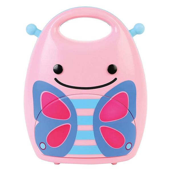 Cette petite lampe d´ambiance en forme de papillon favorisera le sommeil de votre enfant. Cette lampe nomade papillon est une veilleuse portable. Cette veilleuse accompagnera partout votre enfant. Il suffit de la prendre par la poignée et de l´installer à