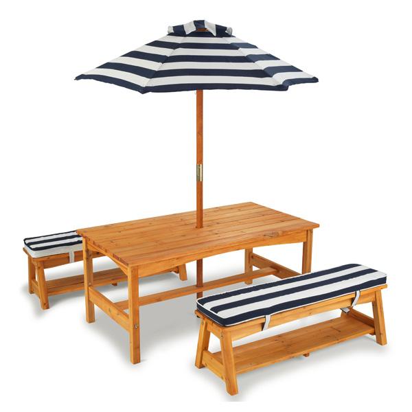 Ensemble table et bancs avec parasol