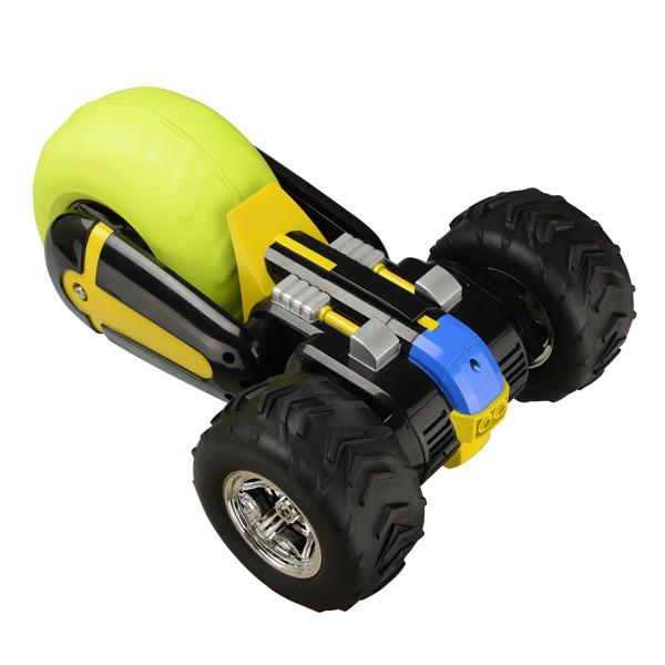 Voilà une voiture d´un genre spécial qui franchira tous les obstacles que votre enfant mettra sur sa route. Air rebound rc est un véhicule téléguidé. Cette curieuse voiture noire et verte, à trois roues, a une étrange allure. Mais c´est une fonceuse et, g