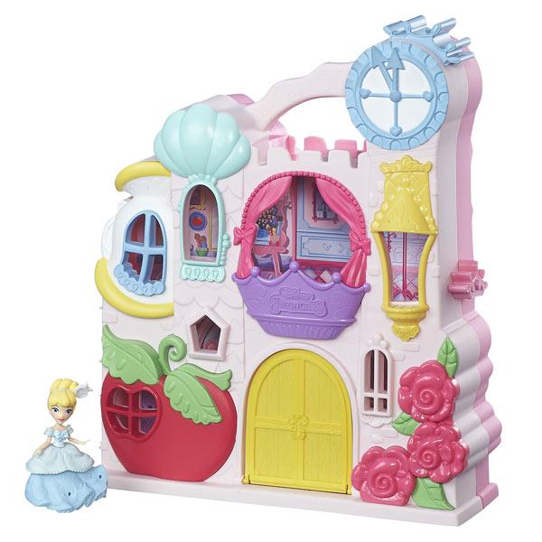 Avec le mini château Disney Princesses, les petites filles qui aiment les dessins animés de Disney et les princesses vont tout simplement adorer. Ce mini château est très pratique car il peut facilement être transporté n´importe où afin que les plus belle