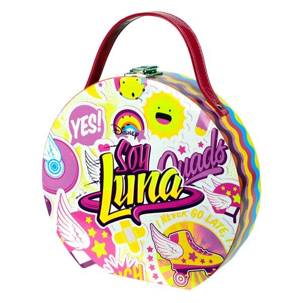 Une superbe mallette de maquillage colorée de Soy Luna. Vous pourrez l´emporter avec vous facilement et en plus elle dispose d´un miroir à l'intérieur pour se maquiller ! Contient : - 2 vernis à ongles - 1 far à paupière - 1 nuancier de 5 couleurs différe