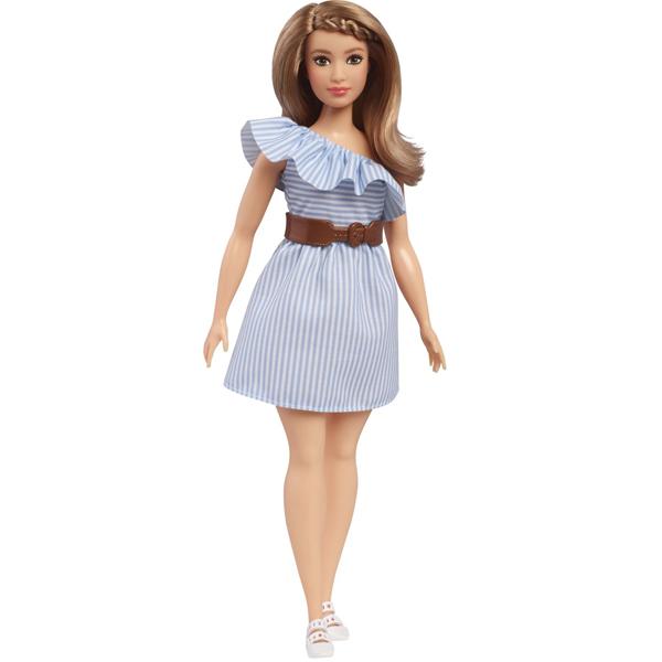 Barbie , la célèbre poupée mannequin , et ses amies sont glamour de la tête aux pieds. Inspirées des épisodes de Barbie´s Life in the Dreamhouse elles sont plus fashion que jamais. Elle porte une robe rayée et une ceinture. Une paire de chaussures complèt