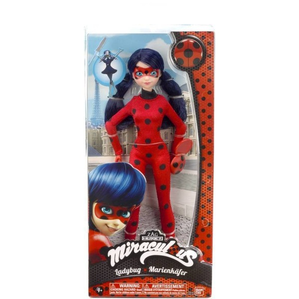Revivez les aventures du dessin animé Miraculous avec cette poupée de 26 cm. Retrouvez Marinette avec son costume de Lady Bug. Ce jouet est idéal afin de stimuler l´imagination de votre enfant qui pourra imaginer de nombreux scénarios ou recréer ceux du d