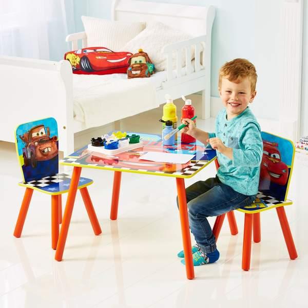 Table avec deux chaises Cars