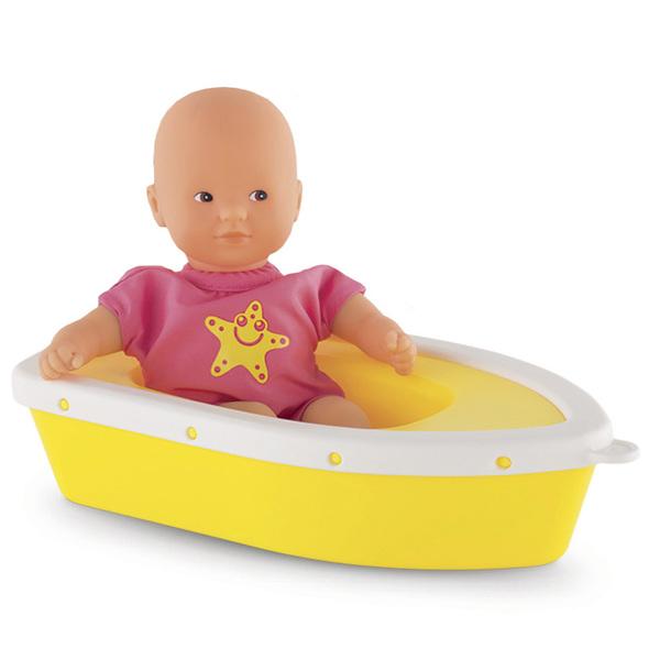 Ce coffret permettra à votre enfant de s´inventer de nombreuses histoires maritimes avec son mini poupon. Mon mini bain à la mer est un coffret composé d´un mini bain de 20 cm, d´un ciré et d´une barque, idéal pour le bain de votre enfant. Le visage, les