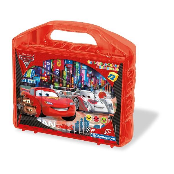 Cette valisette de 12 cubes Cars permettra à votre enfant de développer sa dextérité et sa coordination. Une valisette comprenant 12 cubes à l´effigie de Cars. Chaque image a un contour de couleur pour faciliter la reconstitution. 6 jolies images à reprod