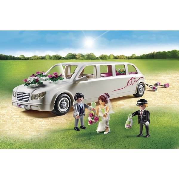 9227-Limousine avec couple de mariés