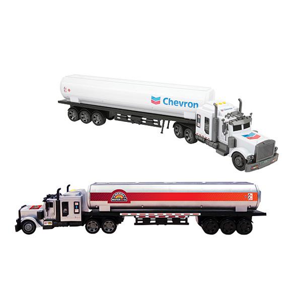Ce camion citerne va permettre à votre enfant de compléter sa collection de véhicules. Ce camion miniature mesure 72 cm et dispose d´effets sonores et lumineux. Appuyez sur les trois boutons situés sur la cabine pour les activer. La remorque est amovible