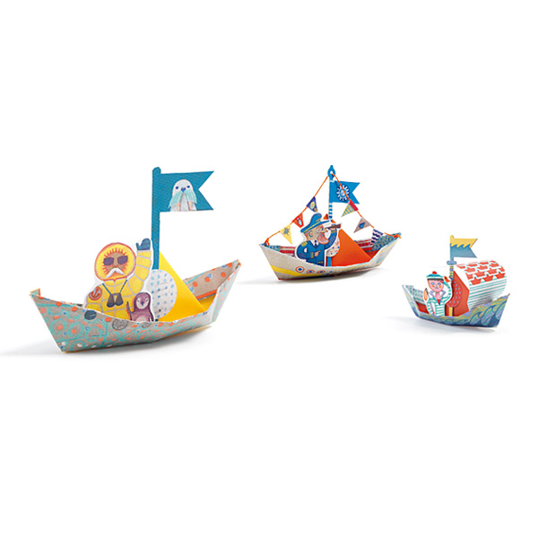 Origami bateaux sur l