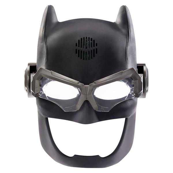 Quel enfant n´a jamais rêvé de se transformer en super-héros ? Votre bambin pourra imiter Batman , son héros de l'univers de la DC Comics et du film de la Justice League . Masque avec son et lumière avec une fonction unique qui va permettre aux enfants de