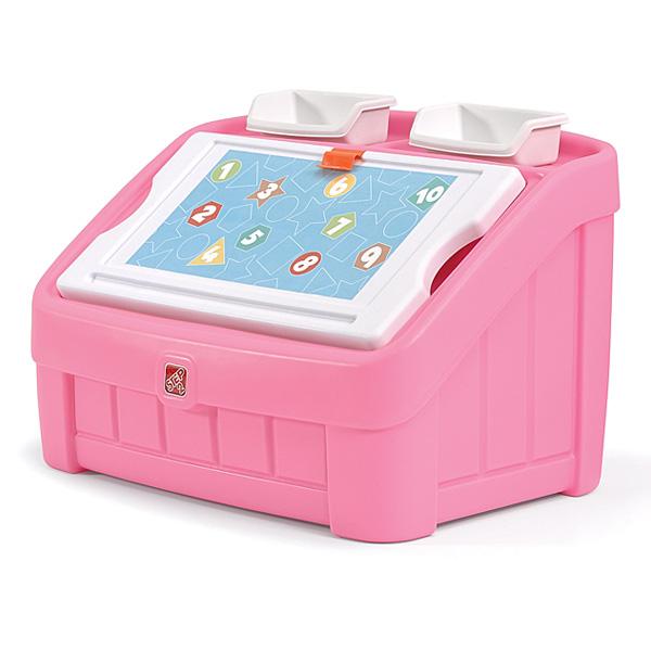 Ce coffre à jouets qui est également une table à dessiner est idéale pour la chambre de votre enfant. Les enfants aimeront y ranger leurs jouets et créer des chefs-d´œuvre sur la planche à dessin du coffre qui fait aussi office de couvercle. Un clip sur l