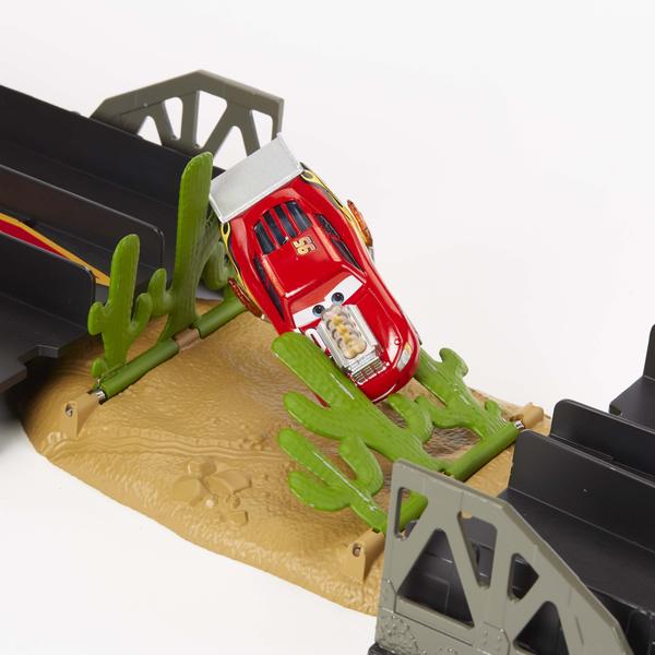 Disney Cars - Coffret Drag racing XRS et petite voiture Flash McQueen XRS Drag Racing