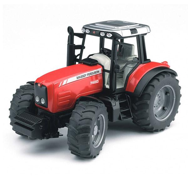 Le tracteur Massey Ferguson 7480 a une direction au volant ou sur le toit au moyen d´une barre de diriger amovible. L´axe avant est un essieu oscillant. Le capot se laisse ouvrir. Le poids de front est amovible. Modèle en plastique avec pneus profilés, li